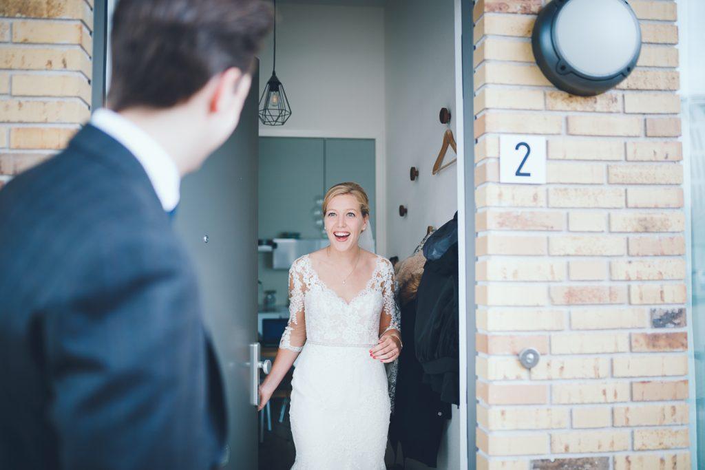 First look bruid en bruidegom op bruiloft trouwfotograaf in Den Bosch