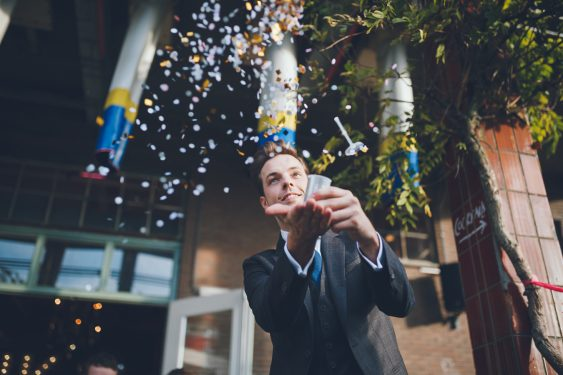 Confetti op bruiloft trouwfotograaf in Den Bosch