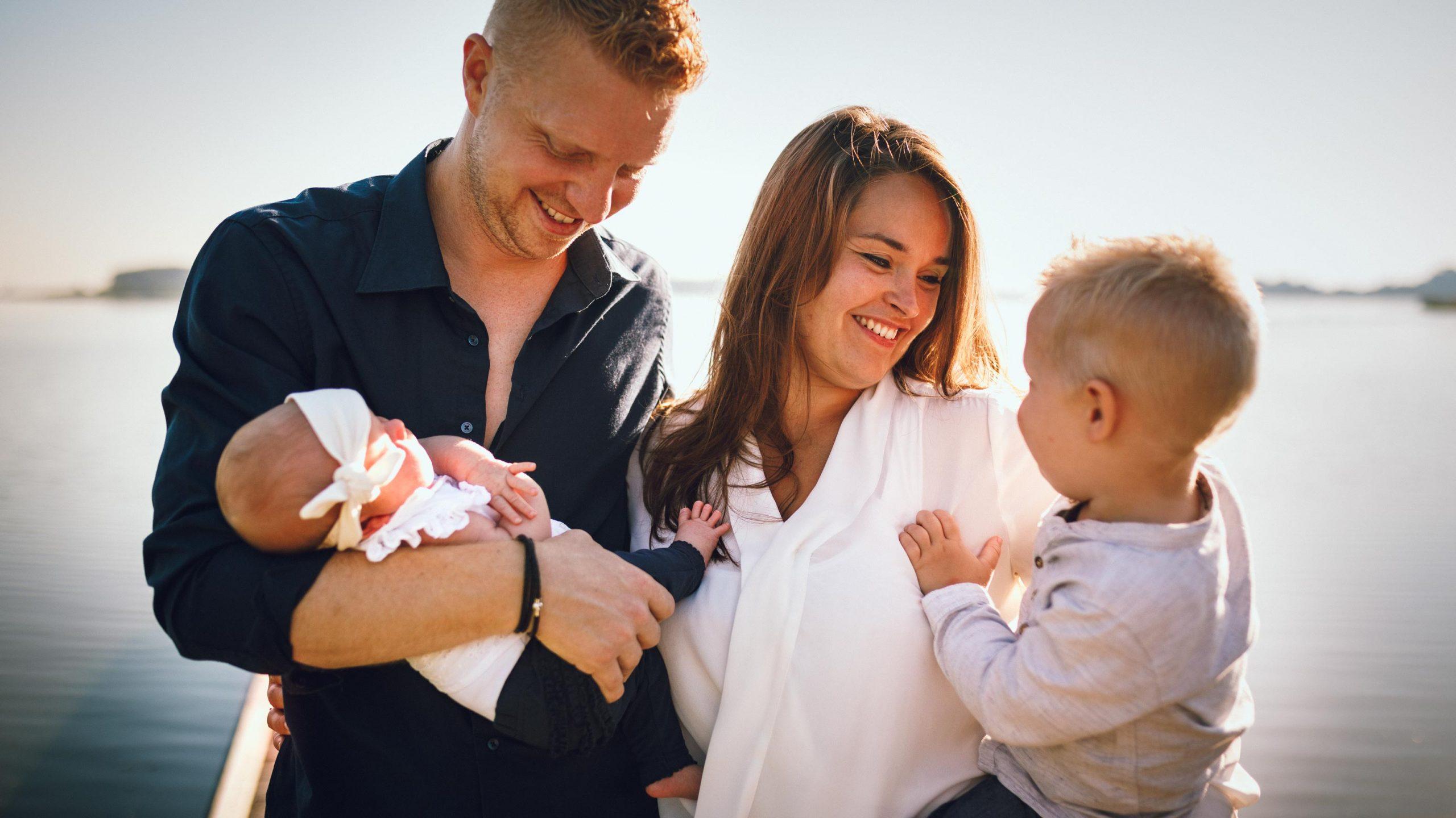 Familieshoot bij het Twiske, Purmerend, buiten, met twee kinderen, fotograaf Apeldoorn