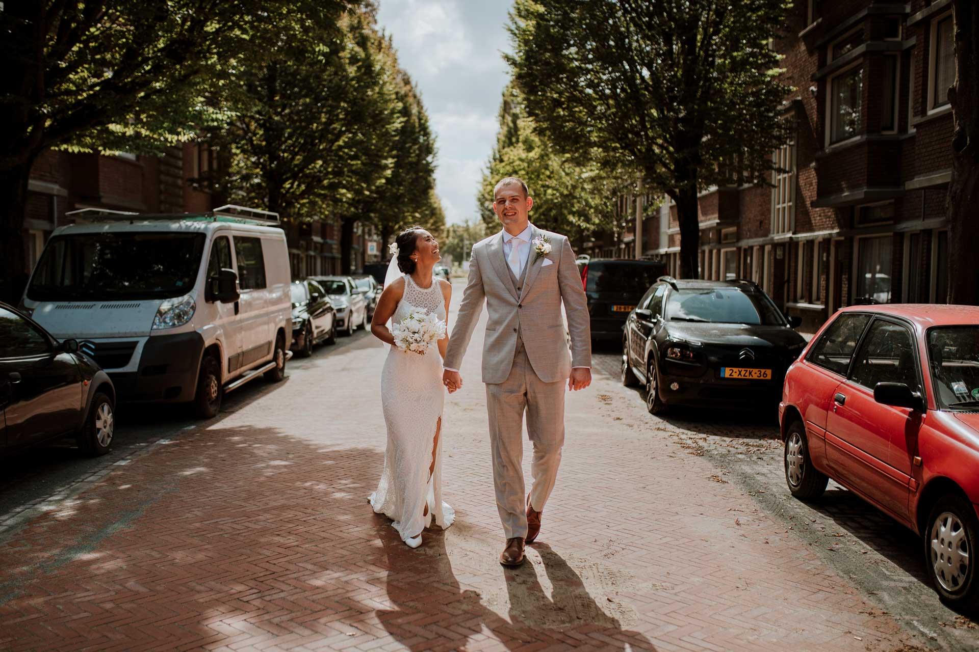 Spontane trouwfotografie Den Haag strandbruiloft bij Beachclub Titus city wedding Ilse Stronks fotografie