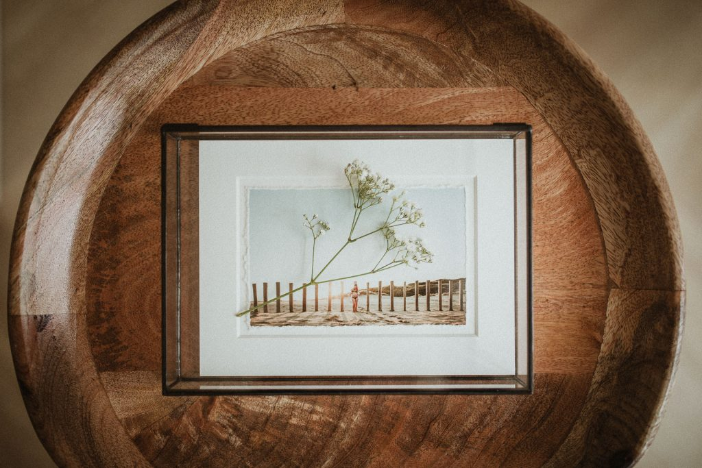 Luxe glazen fotobox met fine art passepartout voor zwangerschapsshoot of newbornshoot