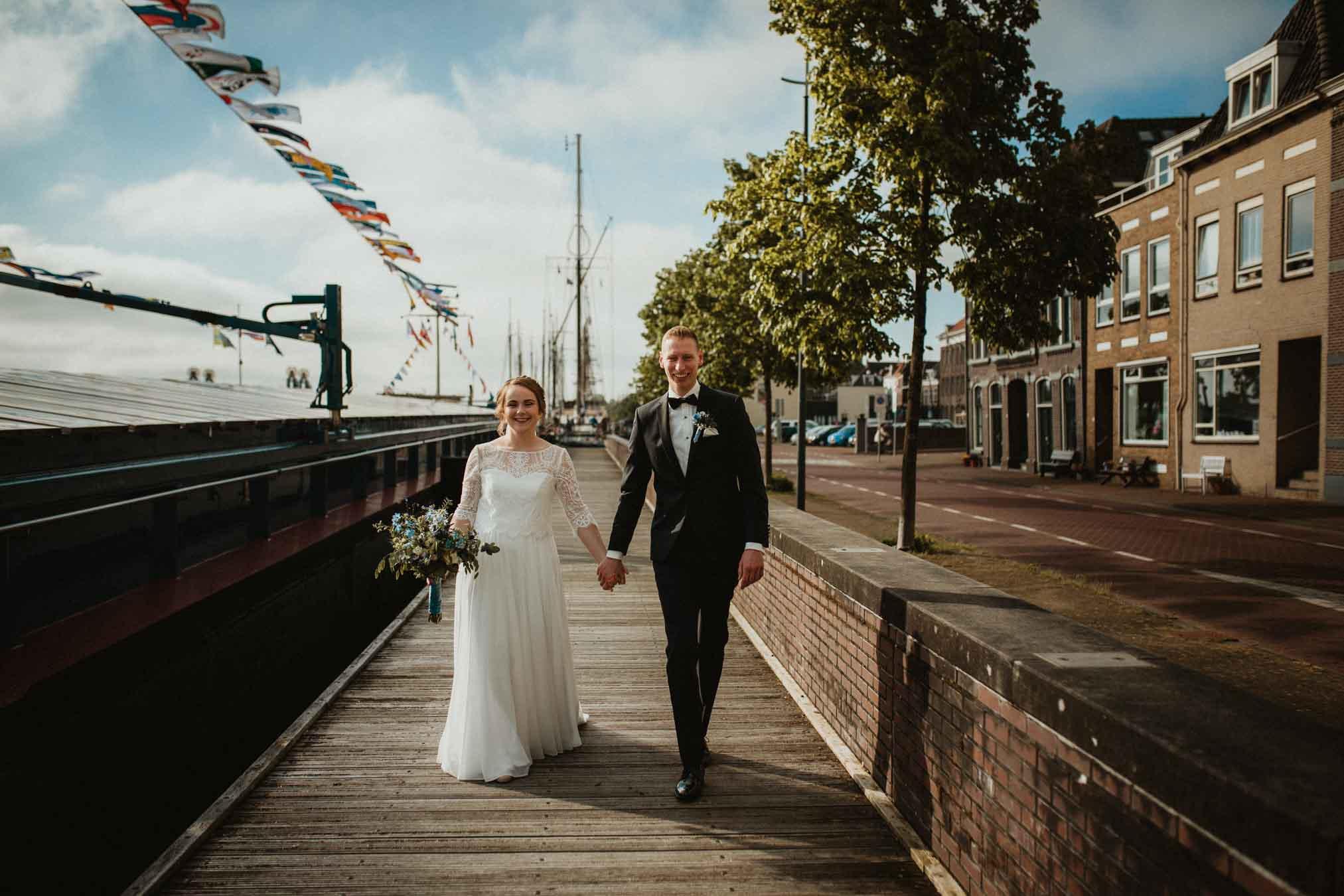 Spontane trouwfotografie spontaan en ongedwongen in Kampen door Ilse Stronks fotografie